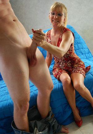 leone-grandma-giving-good-handjob-riding-video-free