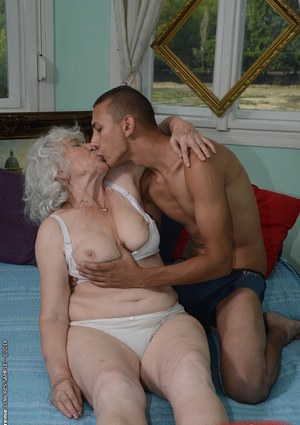 Older mature couple kissing and pussy 4