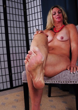 Granny foot fetish porn