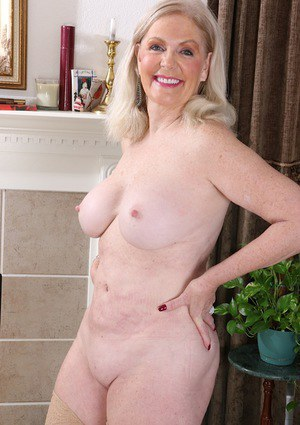 Sexy photo pictures of granny pussy