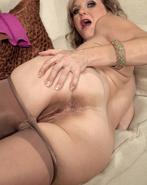 Mom Cunt Is Super Sexy In Close Up Movies